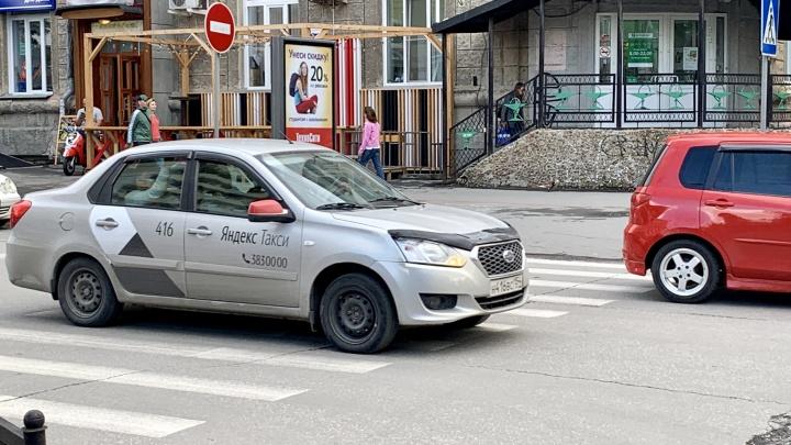 «Эти нищеброды хотят кататься за 100 руб.»: таксисты ответили читателям НГС, почему не хотят возить