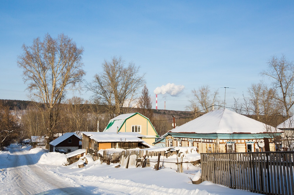 Участок находится в границах улицы Марии Ульяновой и улицы Красный Факел