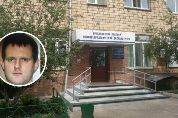 Сергей ушел из здания диспансера вместе с матерью