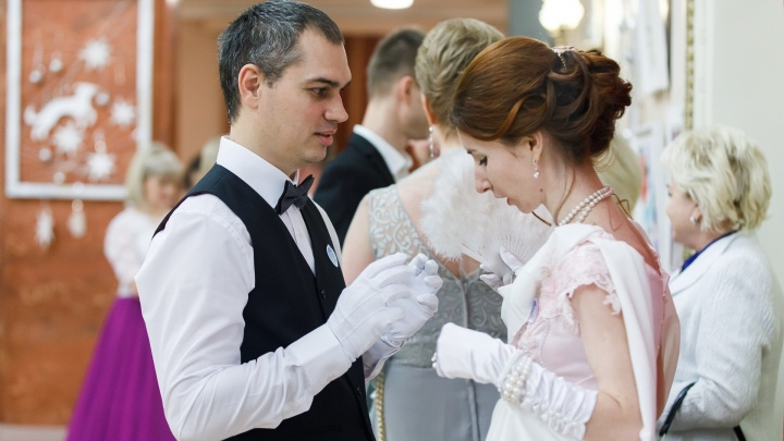 «Игрушки и шампанское»: волгоградцы потратили по 2400 рублей на подарки в День святого Валентина