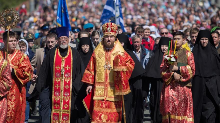 Прихожане на велосипеде и муки у креста: по центру Челябинска прошёл крестный ход
