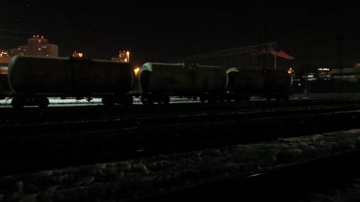 На станции Шарташ из цистерны грузового поезда разлилось топливо