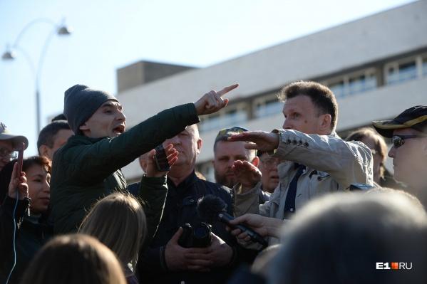 Главным зачинщиком споров на акции стал телеведущий Иннокентий Шеремет