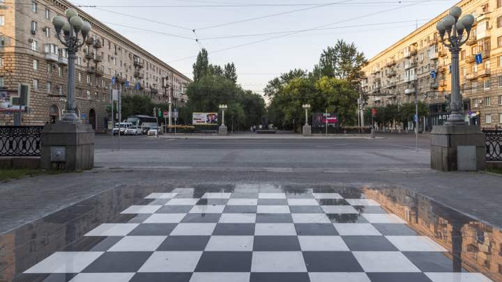 Поле сделали — фигуры на ремонте: в центре Волгограда впервые не заработал шахматный городок