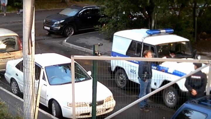 Неизвестные устроили стрельбу во дворе из обреза и наглый таран на правобережье Красноярска