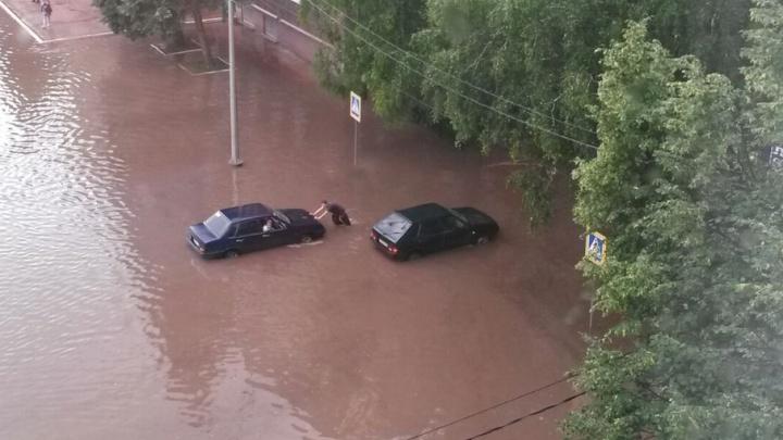 В Башкирии после дождя затопило город