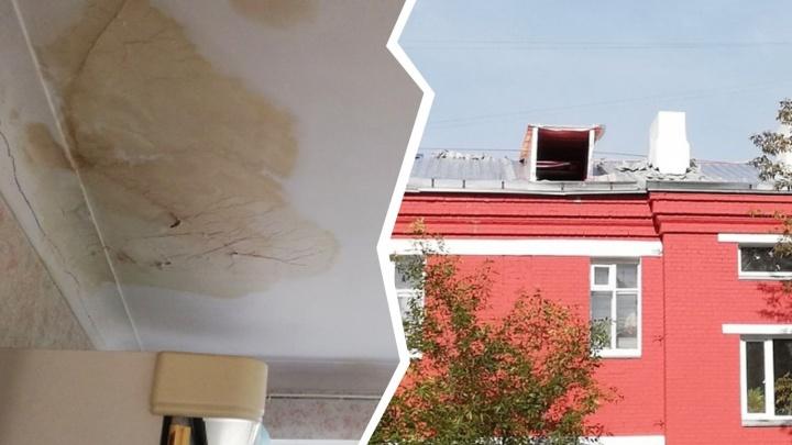 «Верните нам крышу!»: у челябинцев в квартире пошёл дождь из-за затянувшегося капремонта