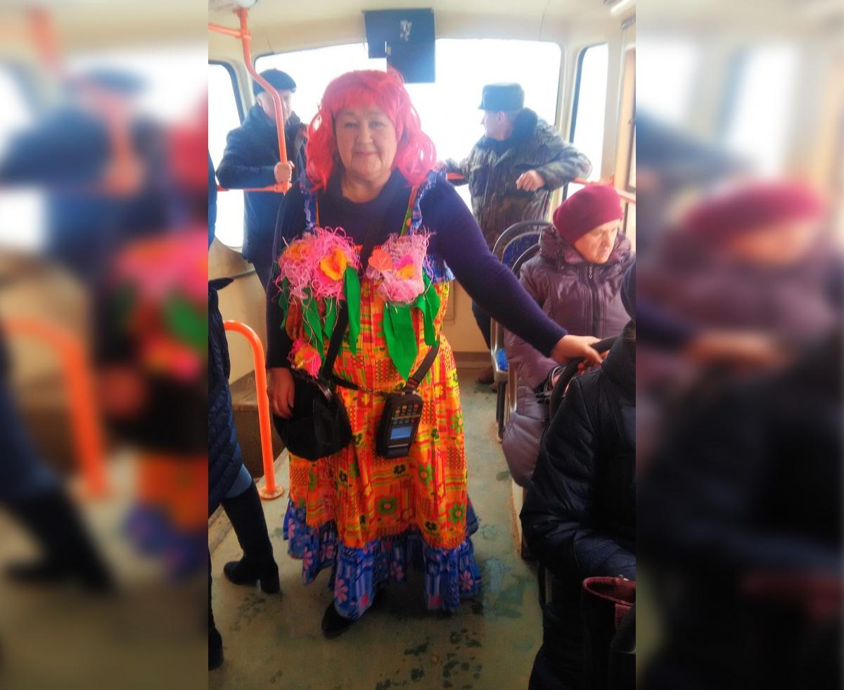 Нижегородка решила подарить пассажирам праздник