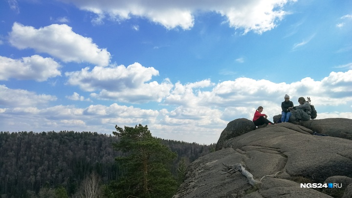 Турист сорвался со скалы на «Столбах» и сломал обе ноги