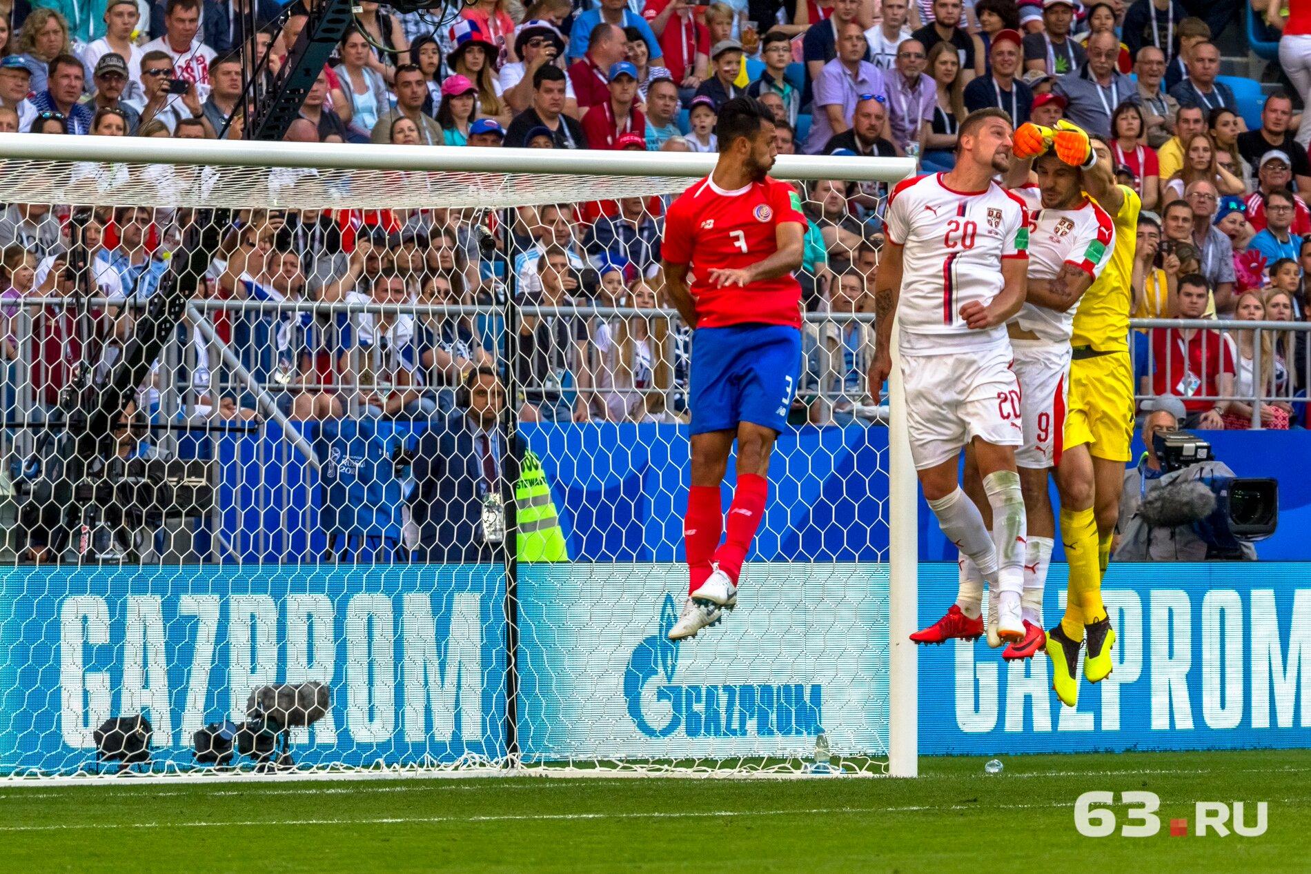 Футбольные па в исполнении сербов и костариканцев