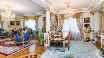 Императорские хоромы с видом на ФСБ: в Тюмени продают квартиру за 29 миллионов (со скидкой)
