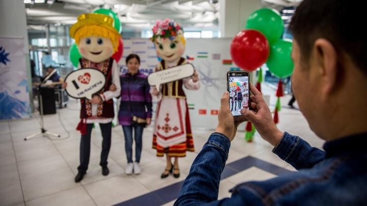 Новосибирцы с песнями отправили первый самолёт в Минск