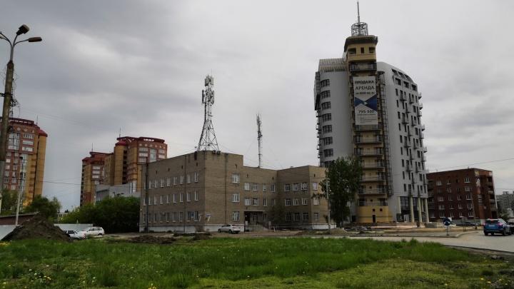 «Что здесь строят?»: в Омске появилось новое здание со шпилем