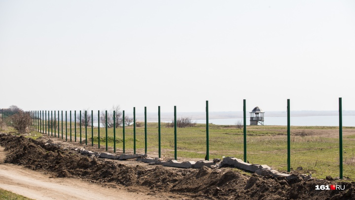 Московский предприниматель закроет забором проезд и устроит платную парковку у маяка в Мержаново