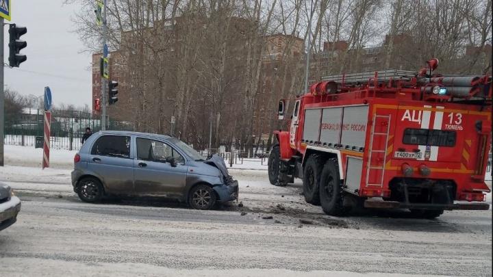 На Московском тракте Matiz врезался в машину МЧС, ехавшую на пожар