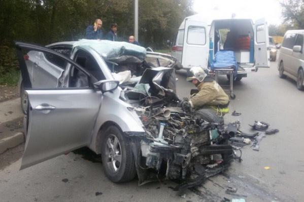 Hyundai столкнулся с бетономешалкой лоб в лоб