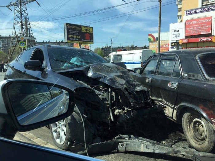 Авария по вине пьяного водителя BMW X6 произошла в Челябинске в прошлом году: один из водителей погиб