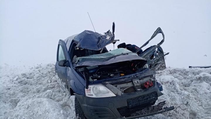 Сестра водителя, погибшего после столкновения с КАМАЗом на свердловской трассе, ищет очевидцев ДТП