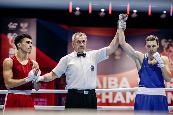 Фото с 1/8 чемпионата. Тогда Андрей Замковой одержал досрочную победу в первом раунде