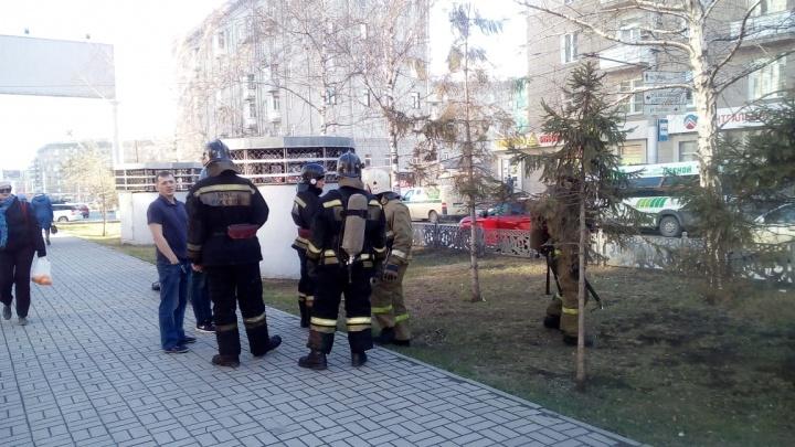 Две пожарные машины примчались тушить клуб «Подземка». Выяснилось, что там идёт фестиваль кальянов