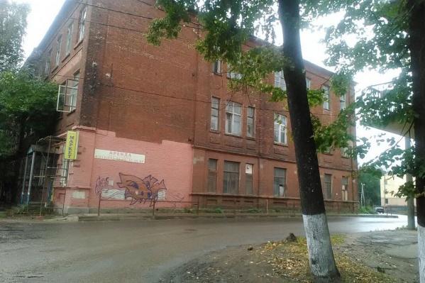 Бывшее здание училища переживает не лучшие времена