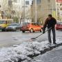 Уборку челябинских тротуаров от снега и мусора переложили на предпринимателей