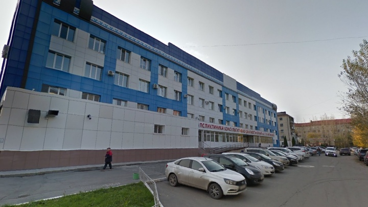 Заместителя главврача тюменской поликлиники обвиняют в получении взятки в размере 4 миллиона рублей