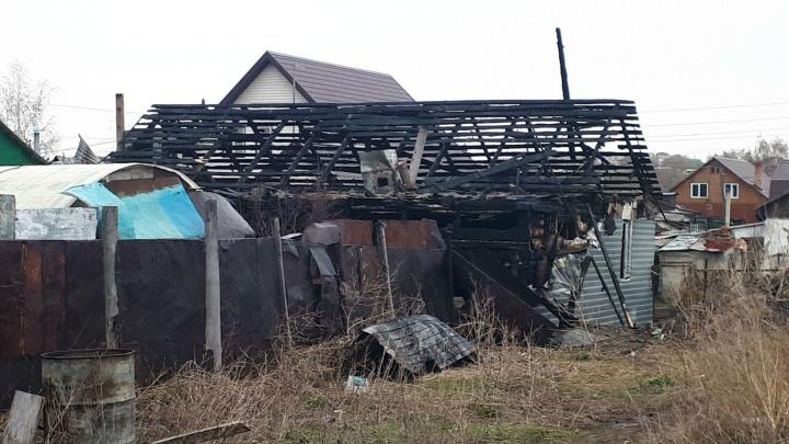 Названа предварительная причина пожара, из-за которого погибла семья с детьми