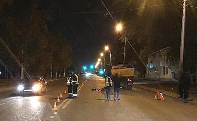 Дама прогуливалась в неположенном месте: в Уфе водитель КАМАЗа насмерть сбил женщину