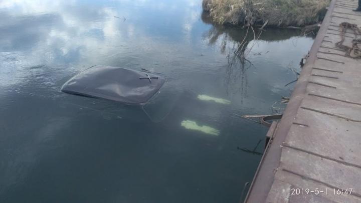 В Башкирии машина упала в реку: водитель погиб