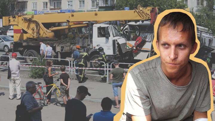 """«Мне надо было повернуть на """"Меридиан""""»: водитель автокрана рассказал, как устроил ДТП с маршрутками"""