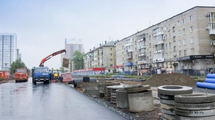 В Перми на улице Революции укладывают основание под трамвайные пути