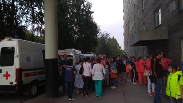 Пожар в областной больнице: из здания эвакуировали 400 человек