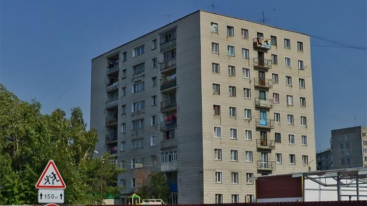 Трёхлетний мальчик выпал с 8-го этажа в Первомайском районе