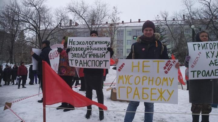 Жители Новокуйбышевска вышли на митинг против мусорной реформы и ухудшения жизни