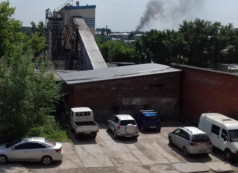 Пожарные всю ночь тушили склад в«Левобережном»