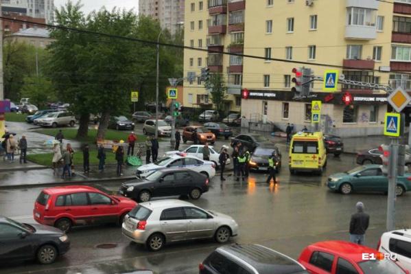 Пешехода увезли на реанимационном автомобиле