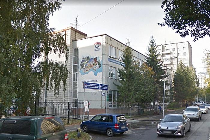 В снесённом здании на Ядрицевской находились отделение партии «Единая Россия», гостиница и наркологическая клиника