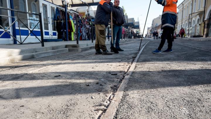 «Это новая технология»: мы выяснили, зачем асфальт на улице Станиславского пришлось ломать трамваем