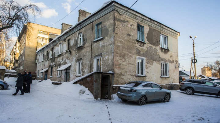 Дом в шоколаде: жильцы двухэтажки около шоколадной фабрики пережили праздники без горячей воды