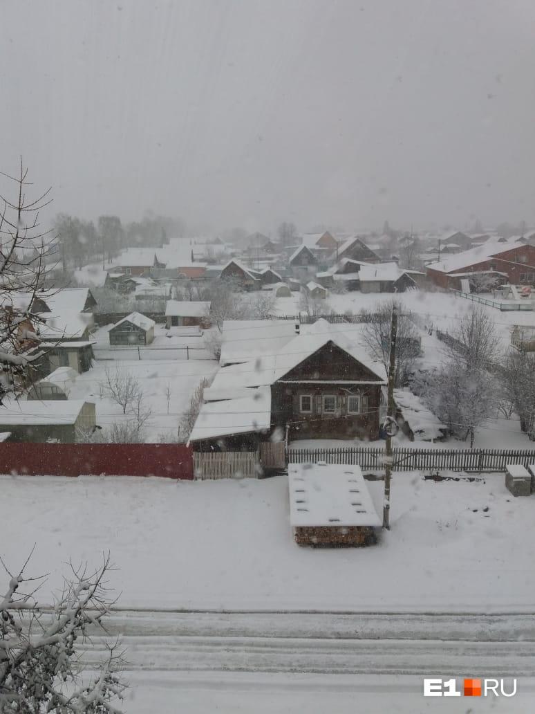 «Город Верхний Тагил. Зима как будто не уходила», — пишет Юлия