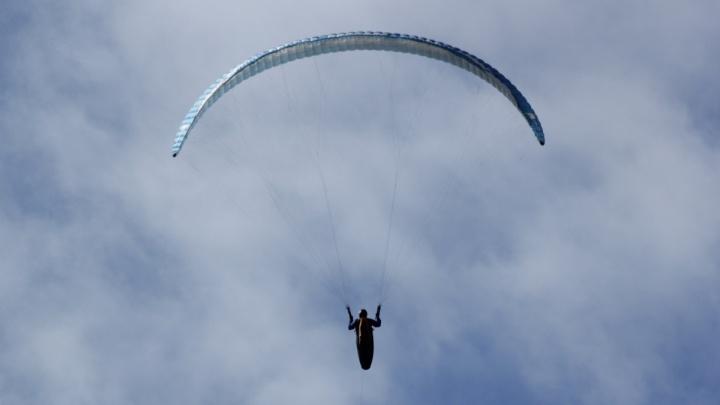 Жестко приземлилась: екатеринбурженка пострадала при посадке на параплане в горах Кабардино-Балкарии