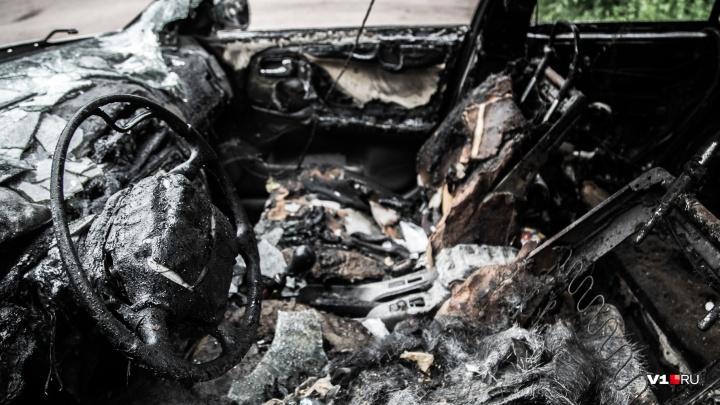 В Урюпинске мужчина сжег иномарку соседки в войне за парковочное место