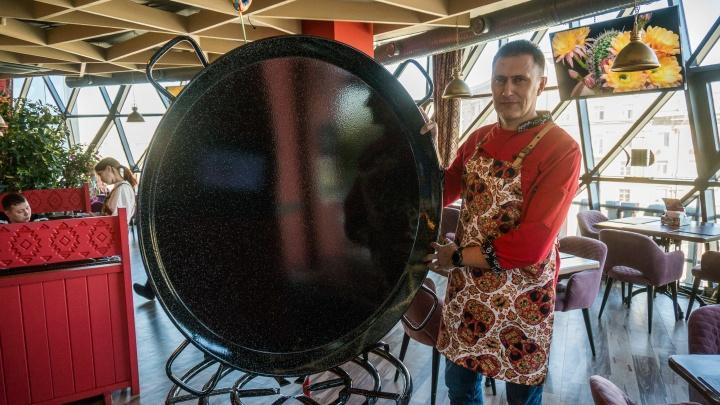 Ближе не было: новосибирец отправился в путешествие в Испанию, чтобы купить огромную сковородку