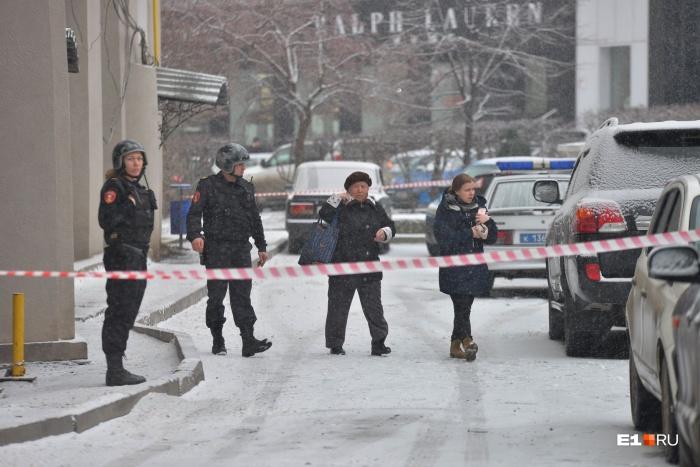 Взрывные устройства будут искать и в зданиях, и на улицах