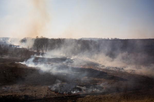 Основная причина пожаров в том, что местные жители не соблюдают меры безопасности