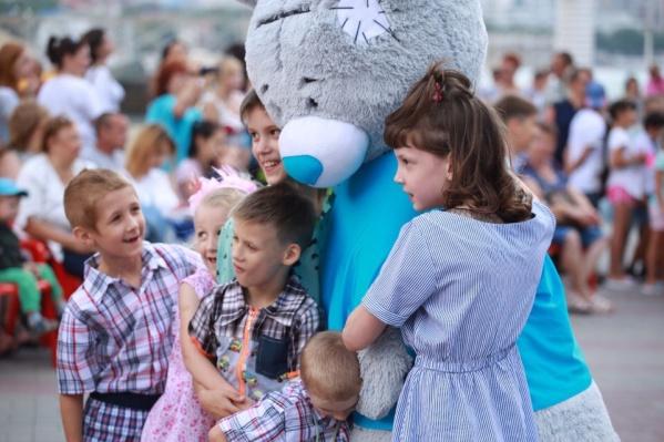 Всего из Красноярского края женщина забрала в семью 7 детей