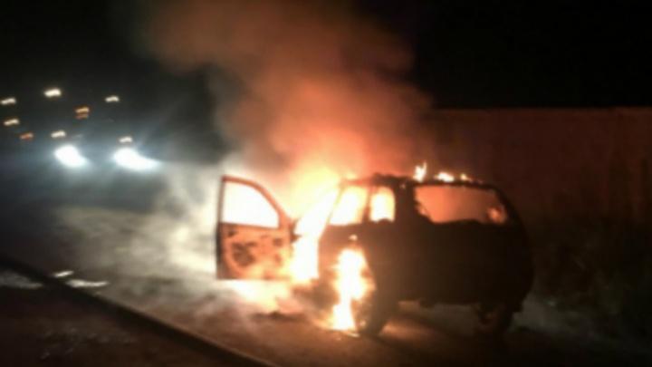 Ночью в Ярославском районе вспыхнул «Пежо»