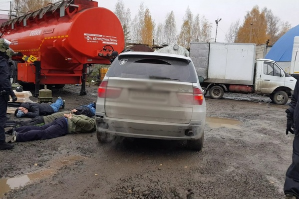 Подозреваемых задержали на заправке, которой они, предположительно, владеют