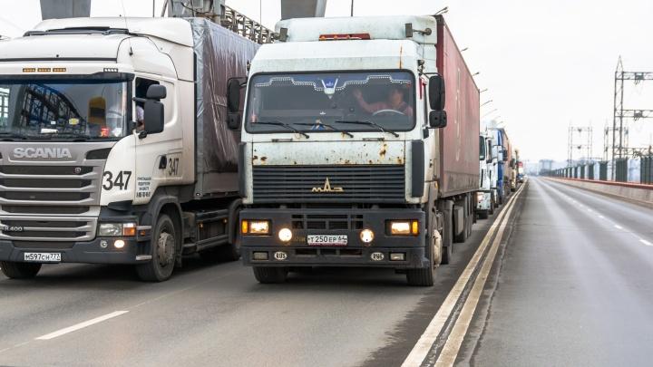 Фуры, стоп! Грузовикам запретили ездить днем по М-5 от Сызрани до Тольятти